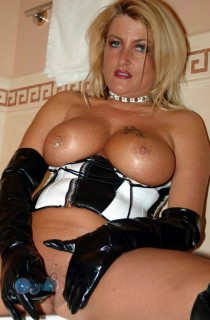 Sheilagirl-A hot tanned babe from South Germany with curves in all the right places